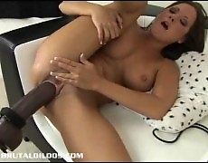 Sophia banged hard by a brutal sex toy machine